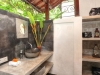 villa putih bathroom