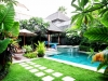 lovely garden and pool with jacuzzi